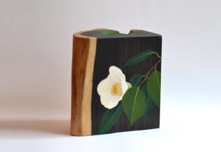 「掌の花-白椿-」立体/アフリカンブラック7.5x13.5×H13.5cm