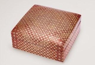 「赤絵金襴手白金襴手更紗小紋 陶筥」幅180×奥行180×高さ90mm