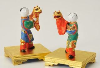 林美木子 右「唐子獅子舞」H5.5cm 左「団扇持ち」H10cm